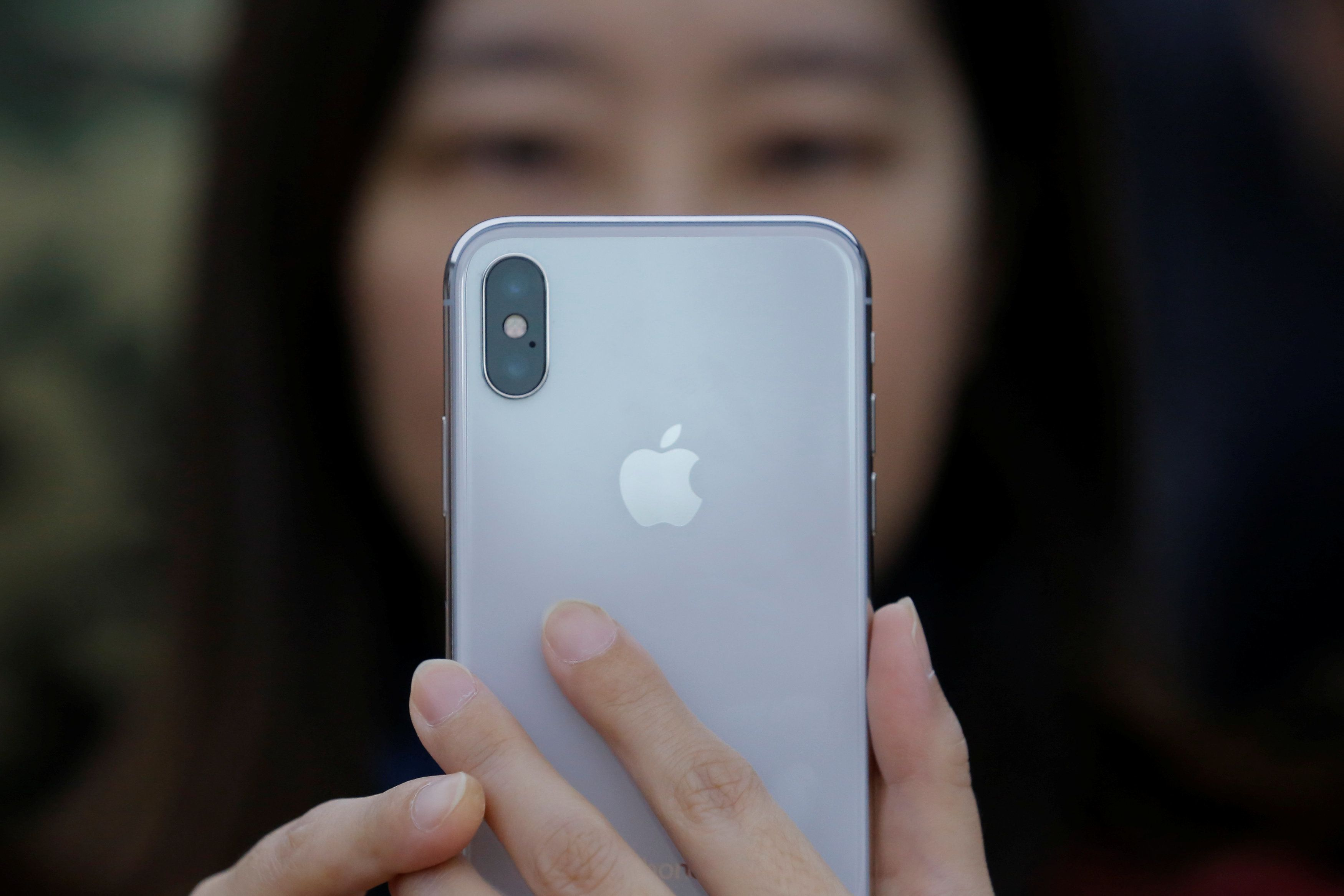 The First Reviews Of The iPhone X Are In, Here's What They're