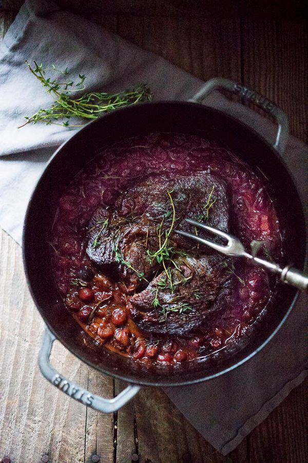 "<strong>Get the<a href=""http://www.feastingathome.com/2014/11/cranberry-pot-roast.html"" target=""_blank""> Cranberry Pot R"