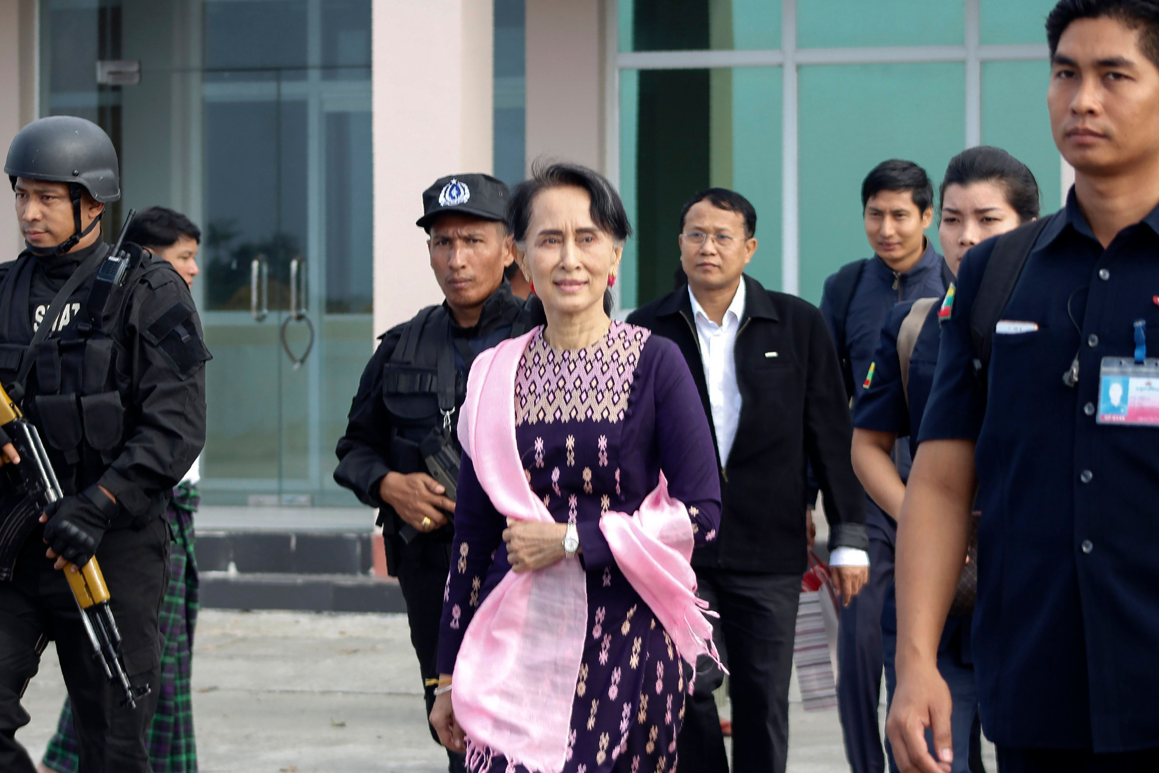 Myanmar State Counselor Aung San Suu Kyi (C) arrives in Sittwe airport for an unannounced visit to restive Rakhine state on November 2, 2017.  Myanmar's leader Aung San Suu Kyi arrived on her first visit to conflict-battered northern Rakhine State on November 2, an official said, an unannounced trip to an area that has seen most of its Rohingya Muslim population forced out by an army campaign. / AFP PHOTO / STR        (Photo credit should read STR/AFP/Getty Images)