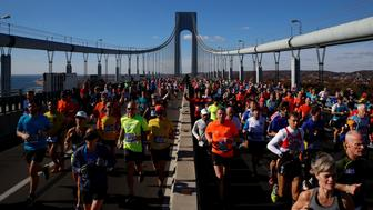 Runners cross the Verrazano–Narrows Bridge during the 2016 New York City Marathon in the Manhattan borough of New York City, NY, U.S. November 6, 2016. REUTERS/Brendan McDermid