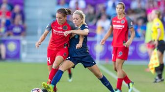 ORLANDO, FL - OCTOBER 14: Portland Thorns FC defender Emily Menges (4) and North Carolina Courage midfielder Denise OSullivan (8) fight for possession during the NWSL soccer Championship match between the North Carolina Courage and  Portland Thorns on October 14th, 2017 at Orlando City Stadium in Orlando, FL.(Photo by Andrew Bershaw/Icon Sportswire via Getty Images)