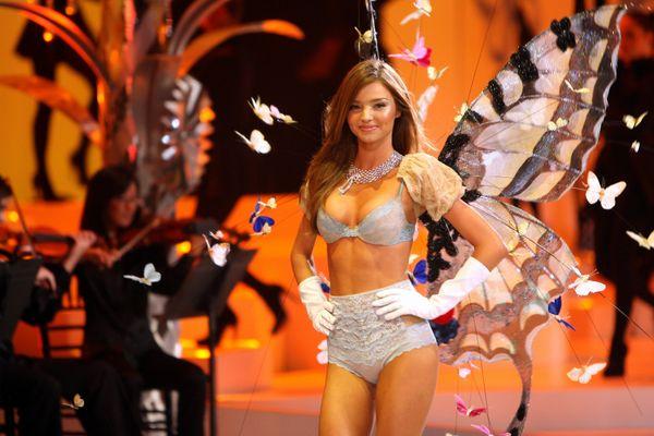 Victoria's Secret Angel Miranda Kerr walks the runaway wearing the 2008 Fantasy Bra during the 2008 Victoria's Secret Fashion