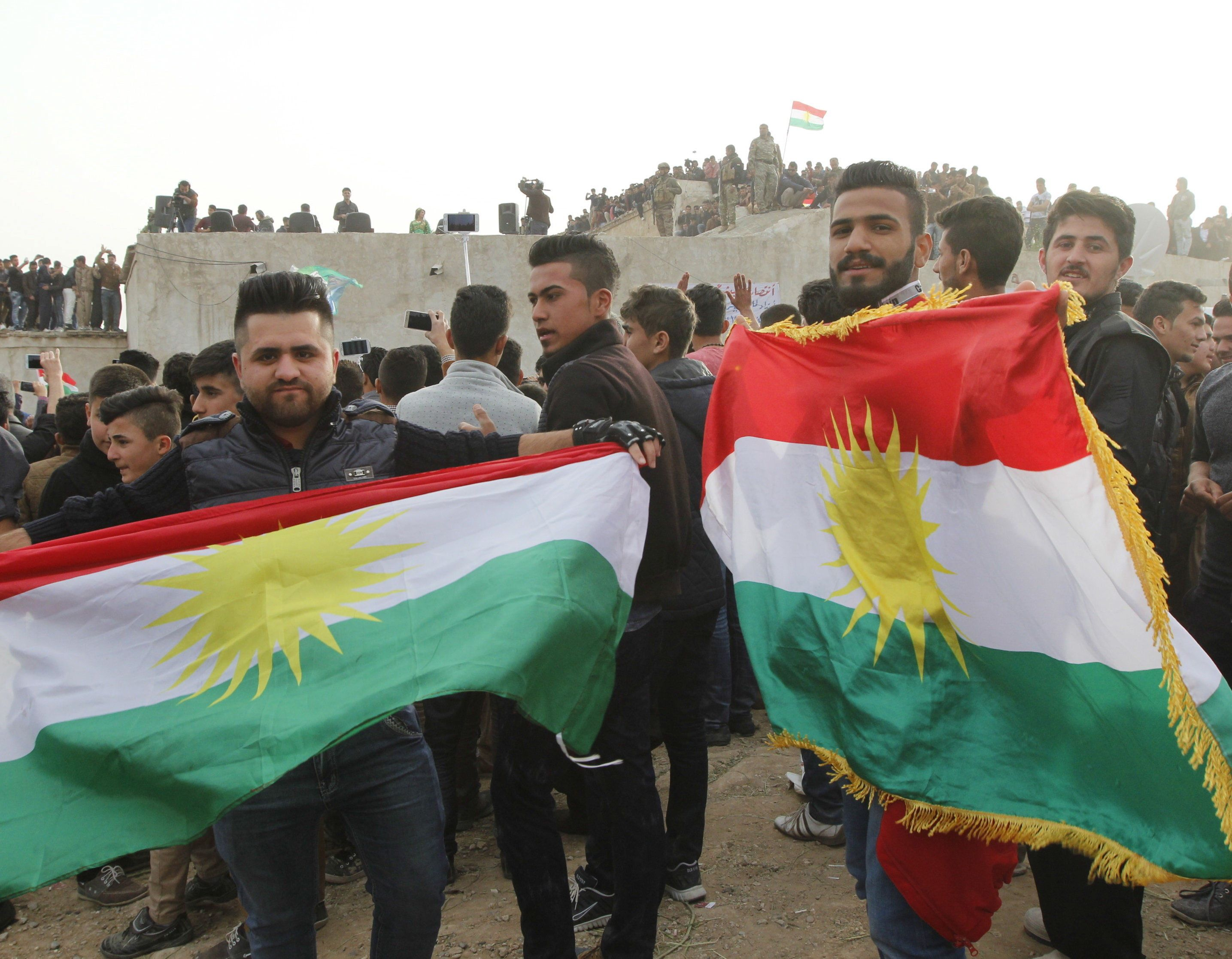 Kurdish residents hold flags during Norouz celebrations in Kirkuk, north of Baghdad March 20, 2016. REUTERS/Ako Rasheed