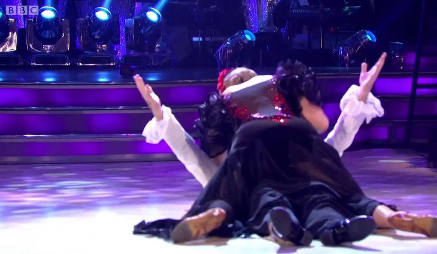 Strictly's Ruth Langsford And Anton Du Beke Take A Dramatic Tumble Live On