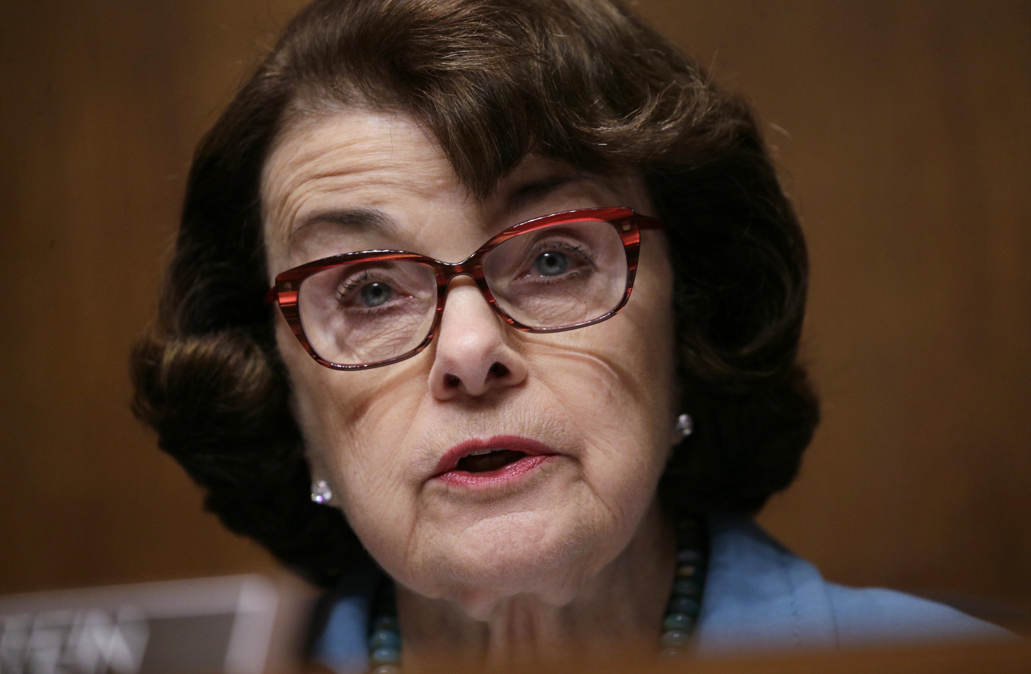 Dianne Goldman Berman Feinstein ˈ f aɪ n s t aɪ n born Dianne Emiel Goldman June 22 1933 is an American politician serving as the senior United States