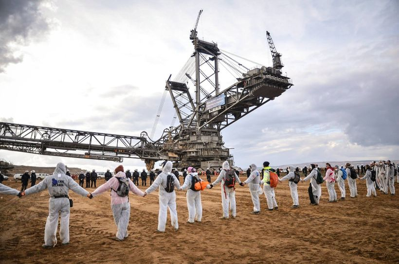 Yesterday thousands of climate activists shut down 3 excavators at a massive coal mine that's just 50 km from where the U