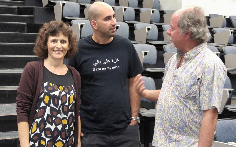 <em>Steven Salaita, seen here with Cynthia Franklin, (professor, English Dept. University of Hawaiʻi at Mānoa, and noted fell