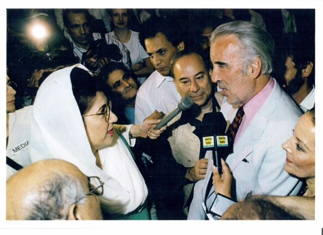 Akbar Ahmed is joined by Prime Minister Benazir Bhutto and Sir Christopher Lee in 1997 for the launch of the book, <em>Jinnah