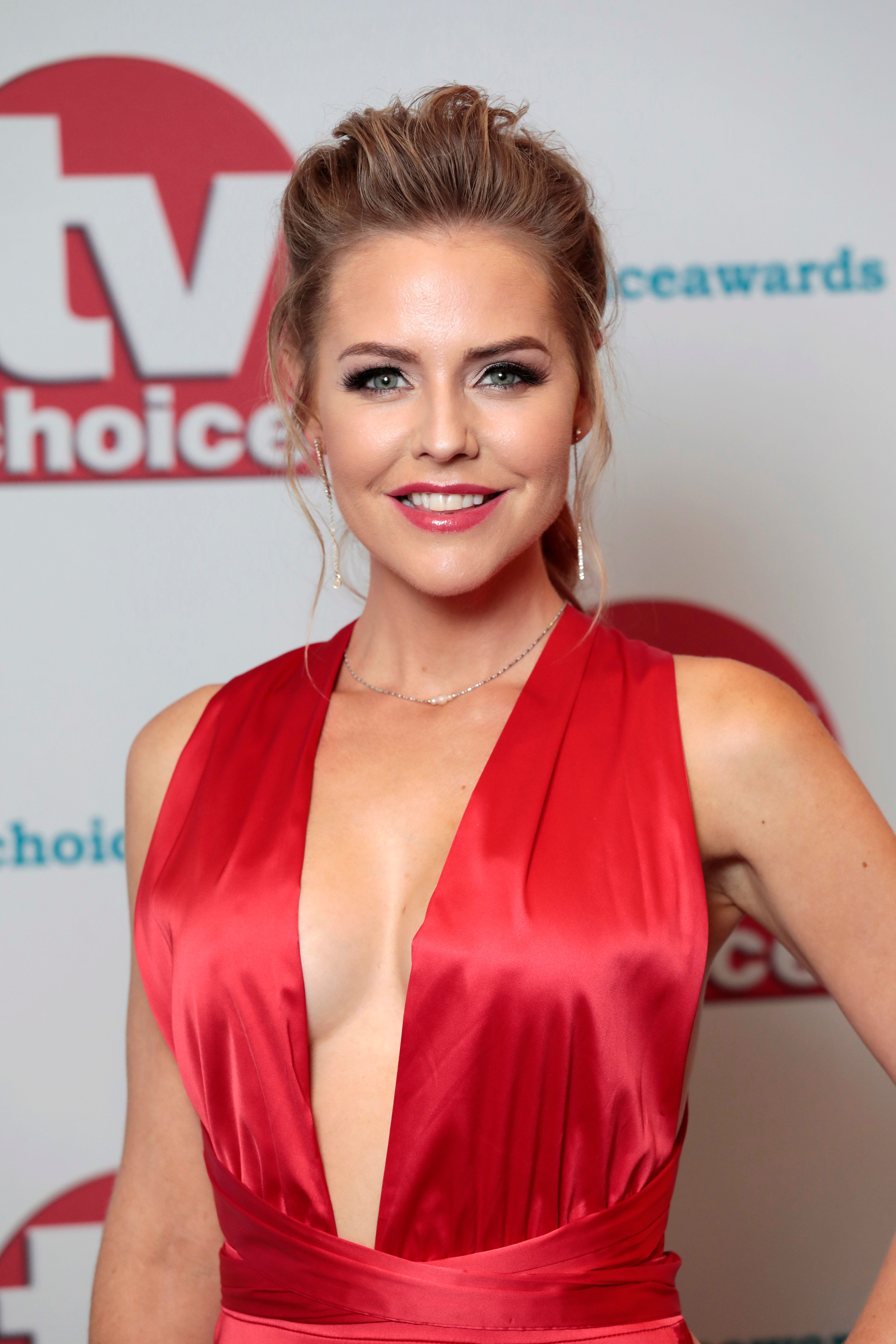 'Hollyoaks' Star Stephanie Waring Completes 'Dancing On Ice'