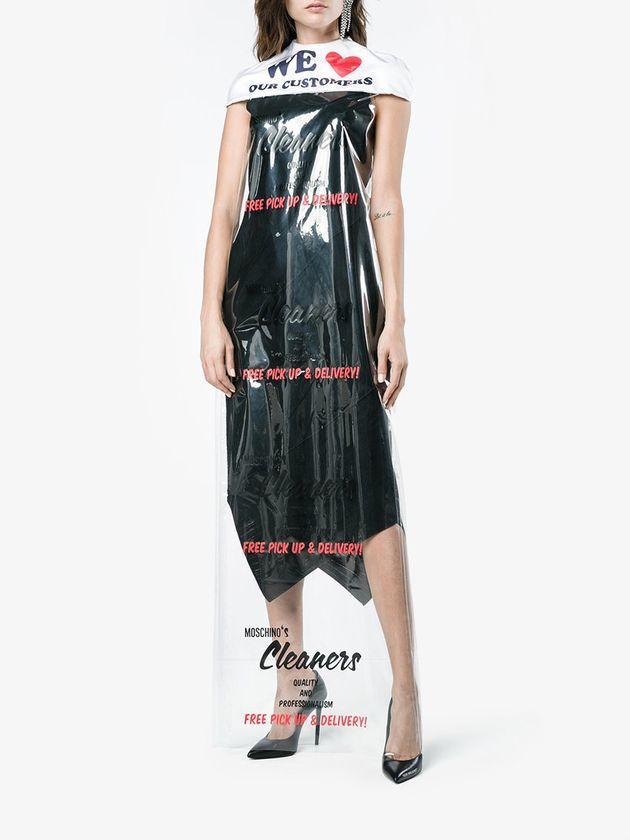 Vestido-capa de Moschino por 736 dólares en Browns