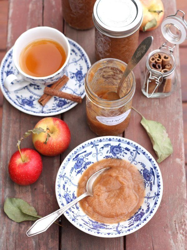 "<strong>Get the <a href=""http://www.completelydelicious.com/slow-cooker-spiced-applesauce-a-hamilton-beach-giveaway/"" target="