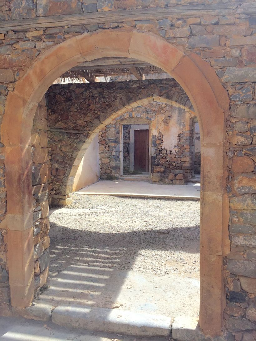 <strong>Archway In Village/Spinalonga</strong>