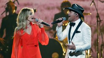 NASHVILLE, TN - NOVEMBER 08:  Faith Hill and Tim McGraw perform during the 51st annual CMA Awards at the Bridgestone Arena on November 8, 2017 in Nashville, Tennessee.  (Photo by Taylor Hill/FilmMagic)