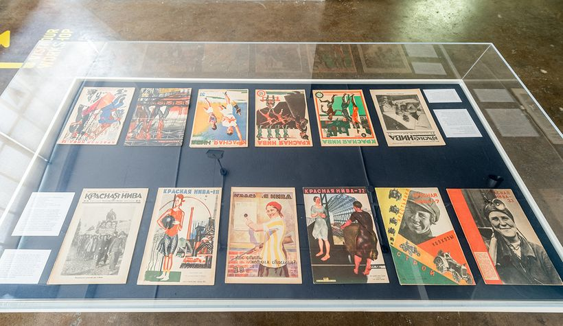 Case filled with a women's and same-sexualized images from revolutionary periodicals.