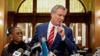 New York City Mayor Bill de Blasio speaks to the media after casting his vote for re-election in the Park Slope section of the Brooklyn borough of New York City, U.S., November 7, 2017.   REUTERS/Brendan McDermid