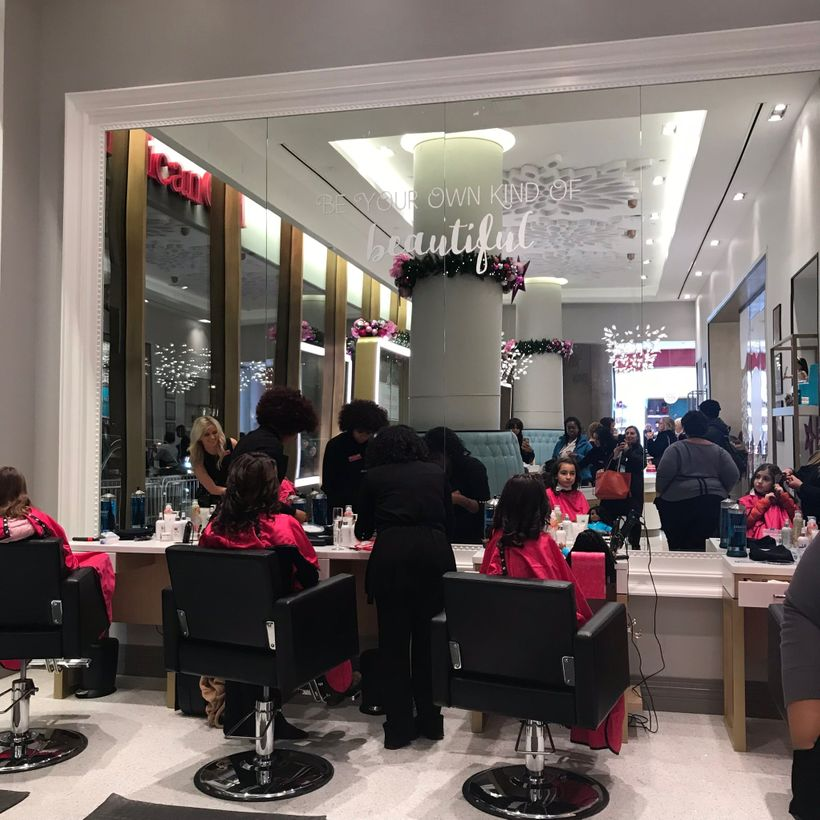 The incomparable girls salon.