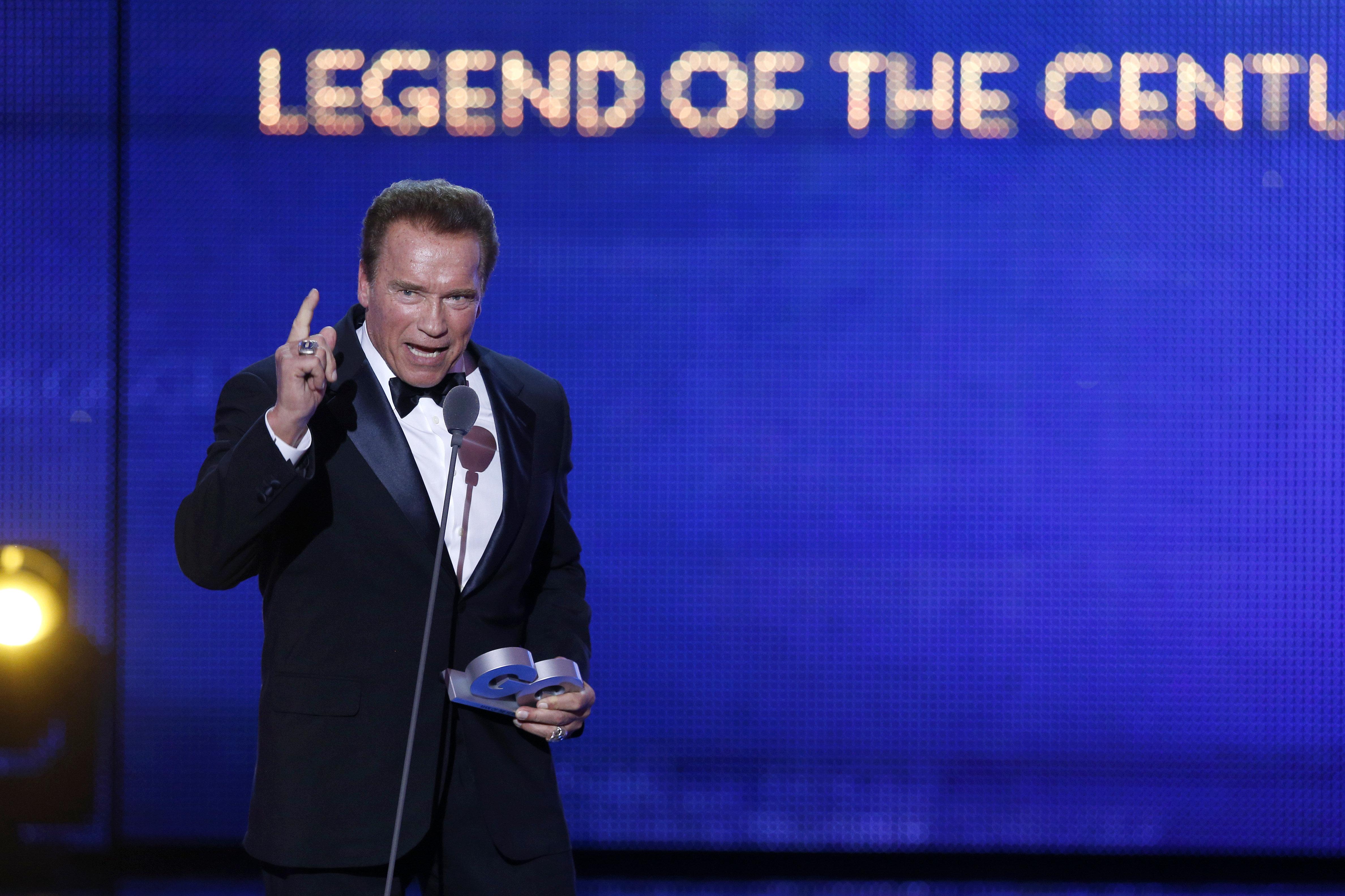 Arnold Schwarzenegger Picture Sends Redditors Into Photo-Editing