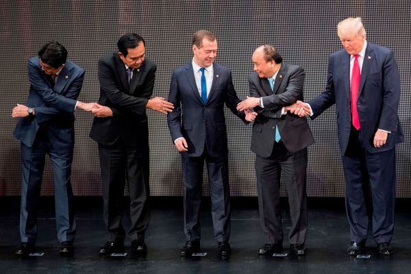 3. Trump uses his right hand, instead of his left, which is required for such a handshake. Phuc turns to Russian Prime M