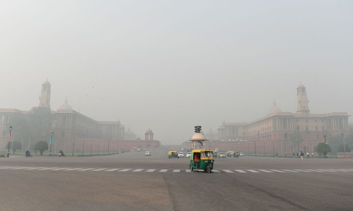 Indian government department buildings were covered by heavy smog in New Delhi on Monday.