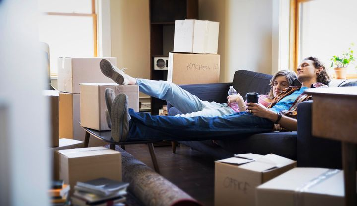 6 Signs You're Not Ready To Move For Love, According To