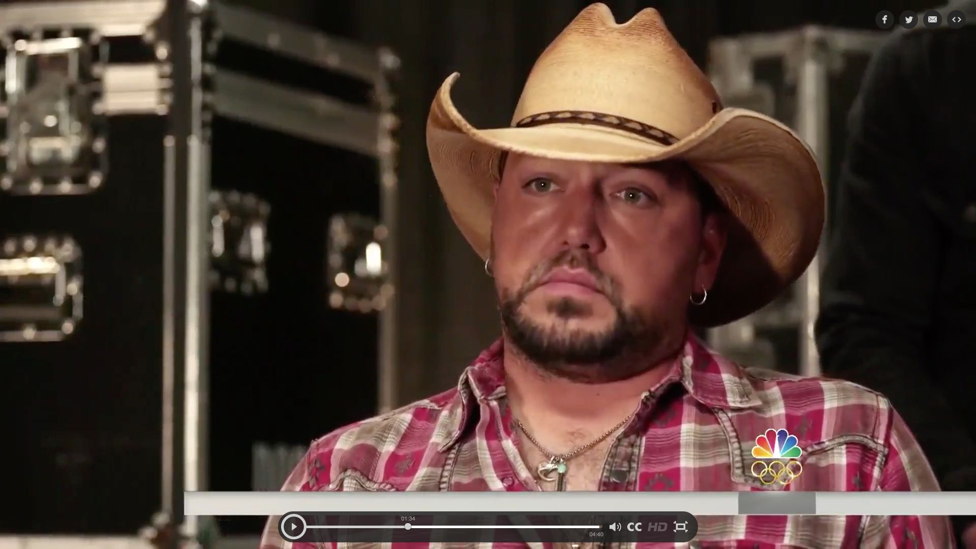 Country singer Jason Aldean has opened up about his experience performing during last months mass shooting at a Las Vegas music festival