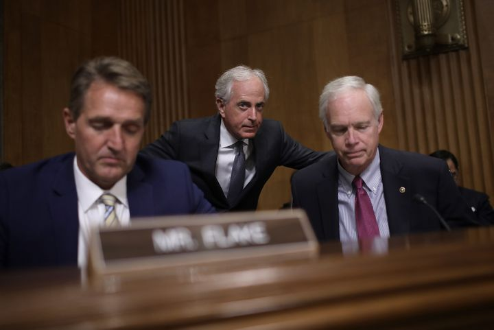 Sen. Bob Corker (R-Tenn.), center, chairman of the Senate Foreign Relations Committee, confers with Sen. Ron Johnson (R-Wis.)