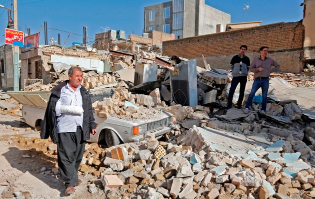 Strong natural disaster hits Iraq and Iran, killing more than 450