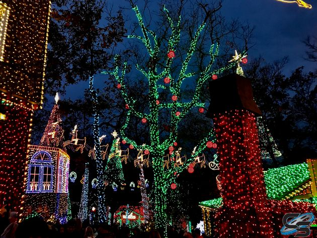 Silver Dollar City Christmas.Light Up The Night At Silver Dollar City S An Old Time