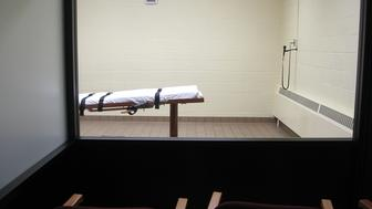 TO GO WITH AFP STORY US-JUSTICE-EXECUTION This November 30, 2009 photo shows the witness room facing the execution chamber of the 'death house' at the Southern Ohio Correctional Facility in Lucasville,Ohio. AFP PHOTO/CAROLINE GROUSSAIN (Photo credit should read CAROLINE GROUSSAIN/AFP/Getty Images)