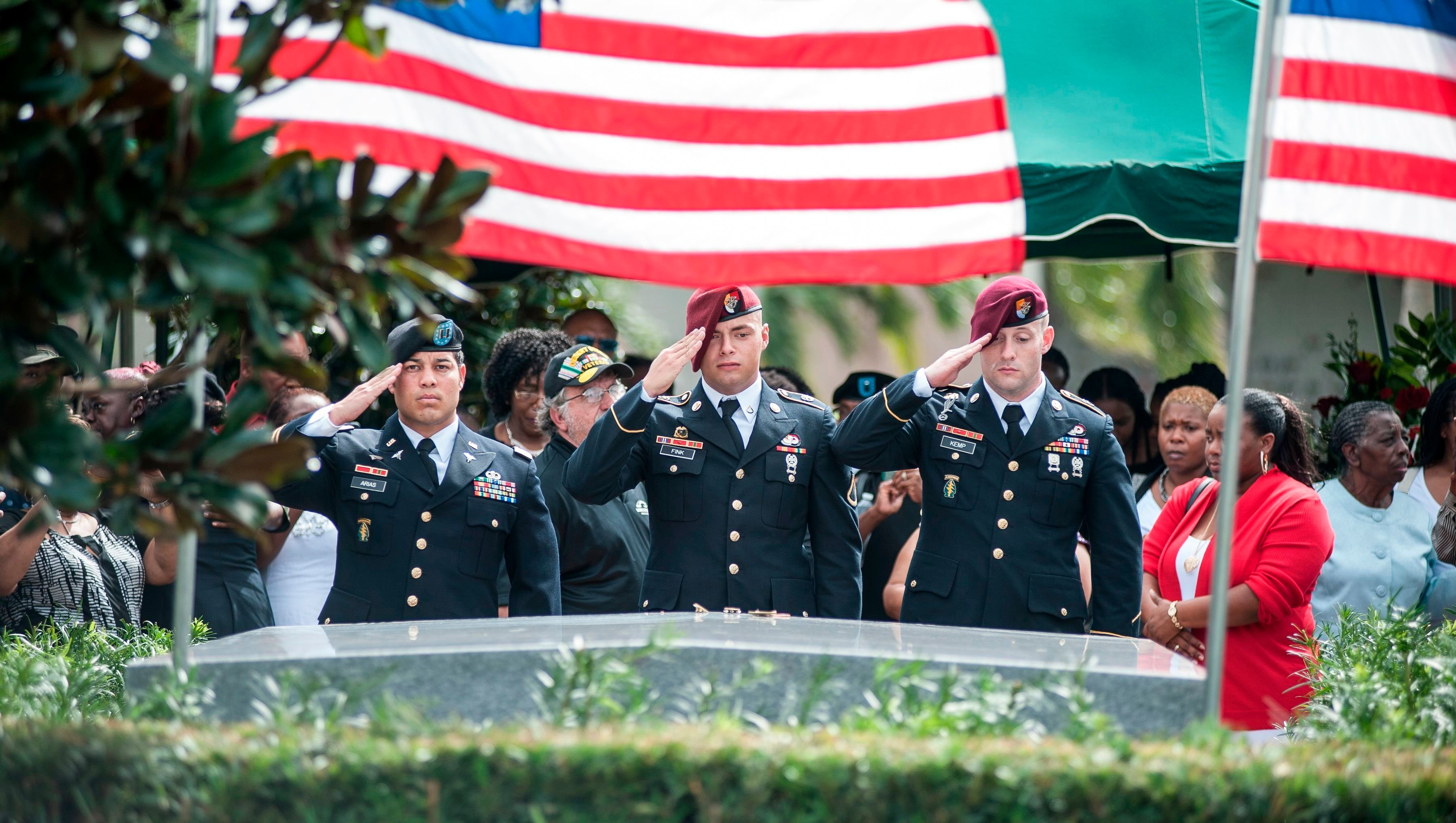 Members of the 3rd Special Forces Group, 2nd battalion salute the casket of US Army Sgt. La David Johnson at his burial service in the Memorial Gardens East cemetery on October 21, 2017 in Hollywood, Florida. Sgt. Johnson and three other US soldiers were killed in an ambush in Niger on October 4. / AFP PHOTO / GASTON DE CARDENAS        (Photo credit should read GASTON DE CARDENAS/AFP/Getty Images)