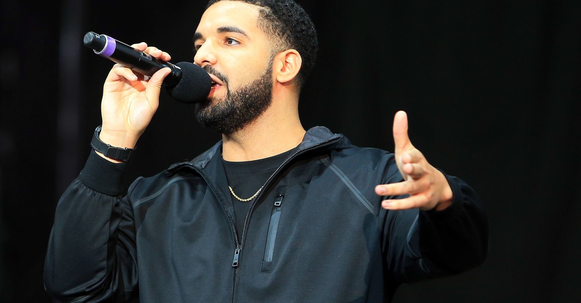 Drake calls out creep groping a woman during his for The drake