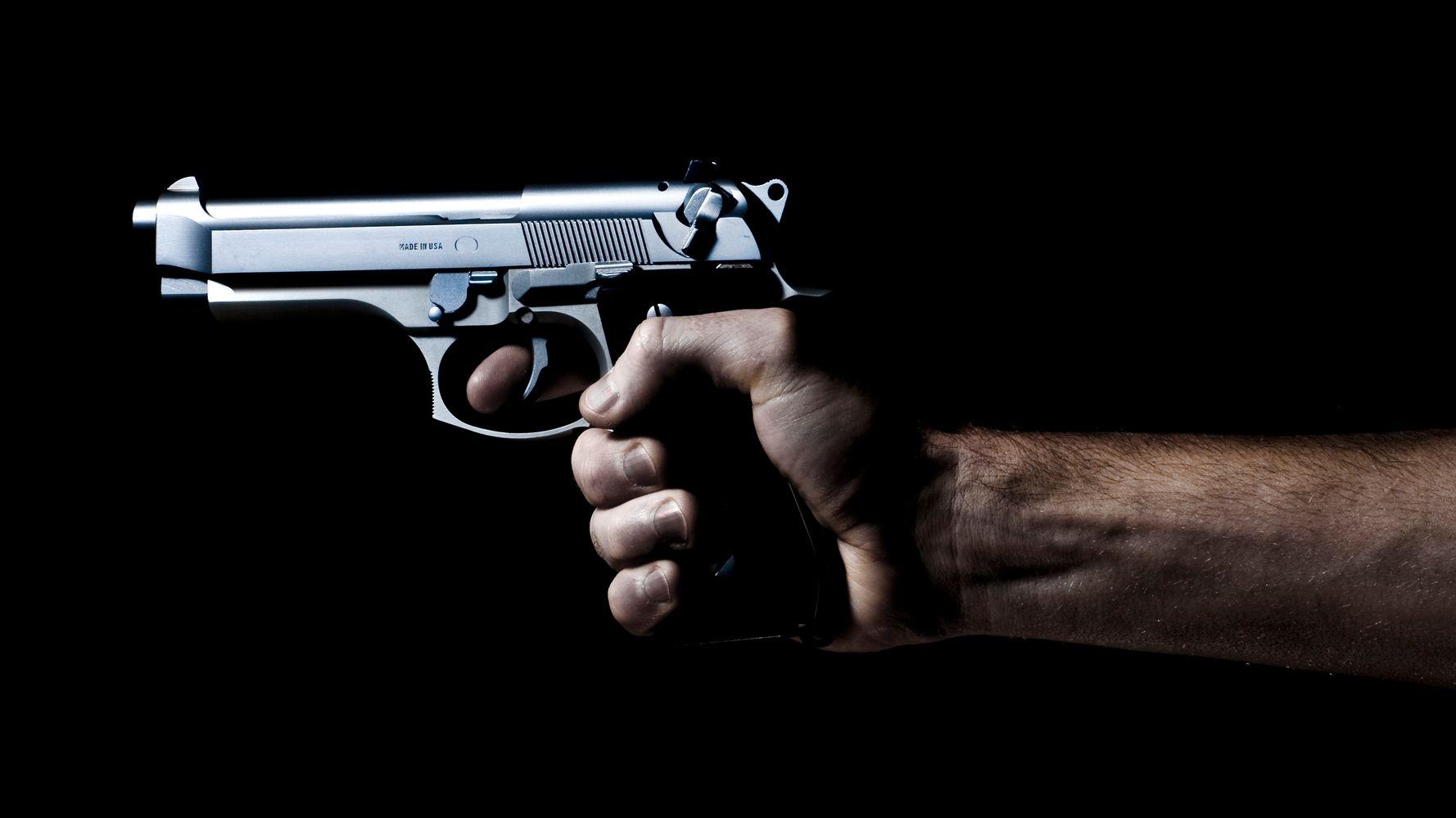 этом картинки револьвер в руках единственный всех