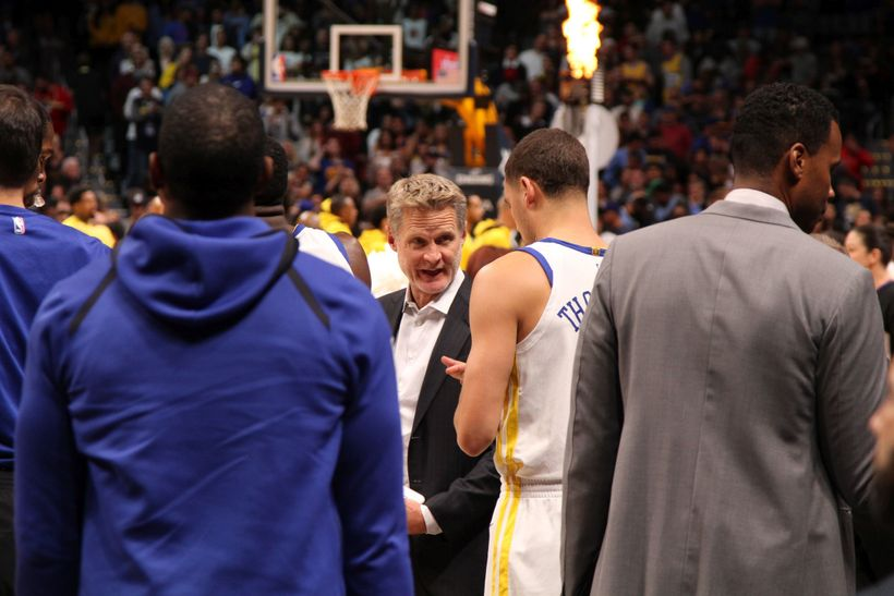Steve Kerr huddles with his team prior to the start of the game.
