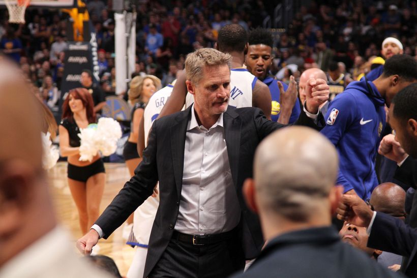 Steve Kerr rallies his team prior to tip-off.