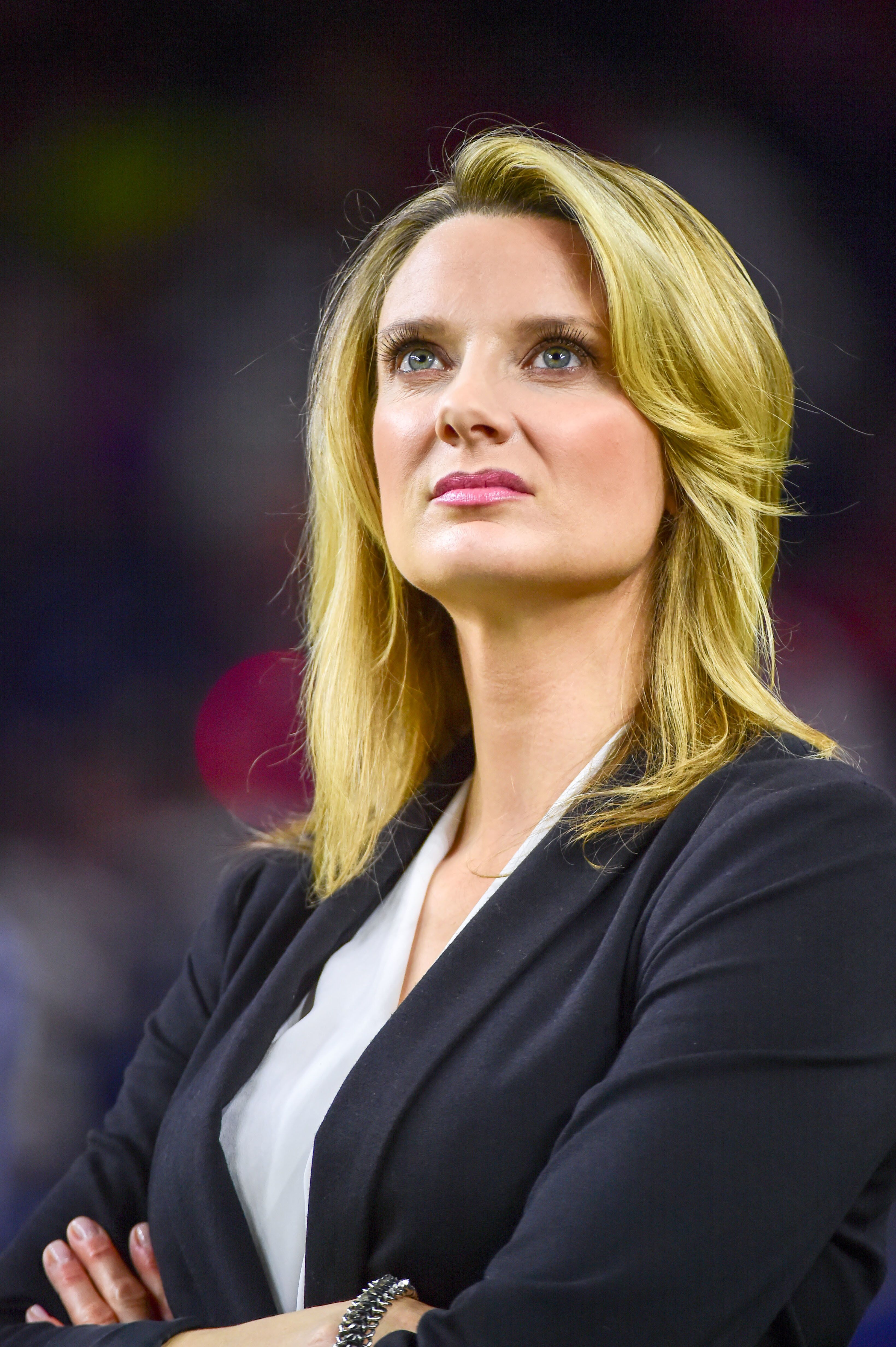 HOUSTON, TX - DECEMBER 24: NFL Network sideline reporter Stacey Dales watches from the sideline during the NFL game between the Cincinnati Bengals and Houston Texans on December 24, 2016, at NRG Stadium in Houston, Texas. (Photo by Ken Murray/Icon Sportswire via Getty Images)