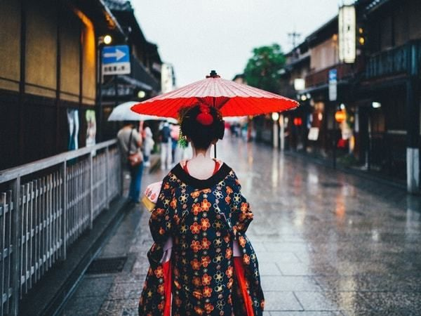 7 reasons why japan is amazing for solo female travelers huffpost life