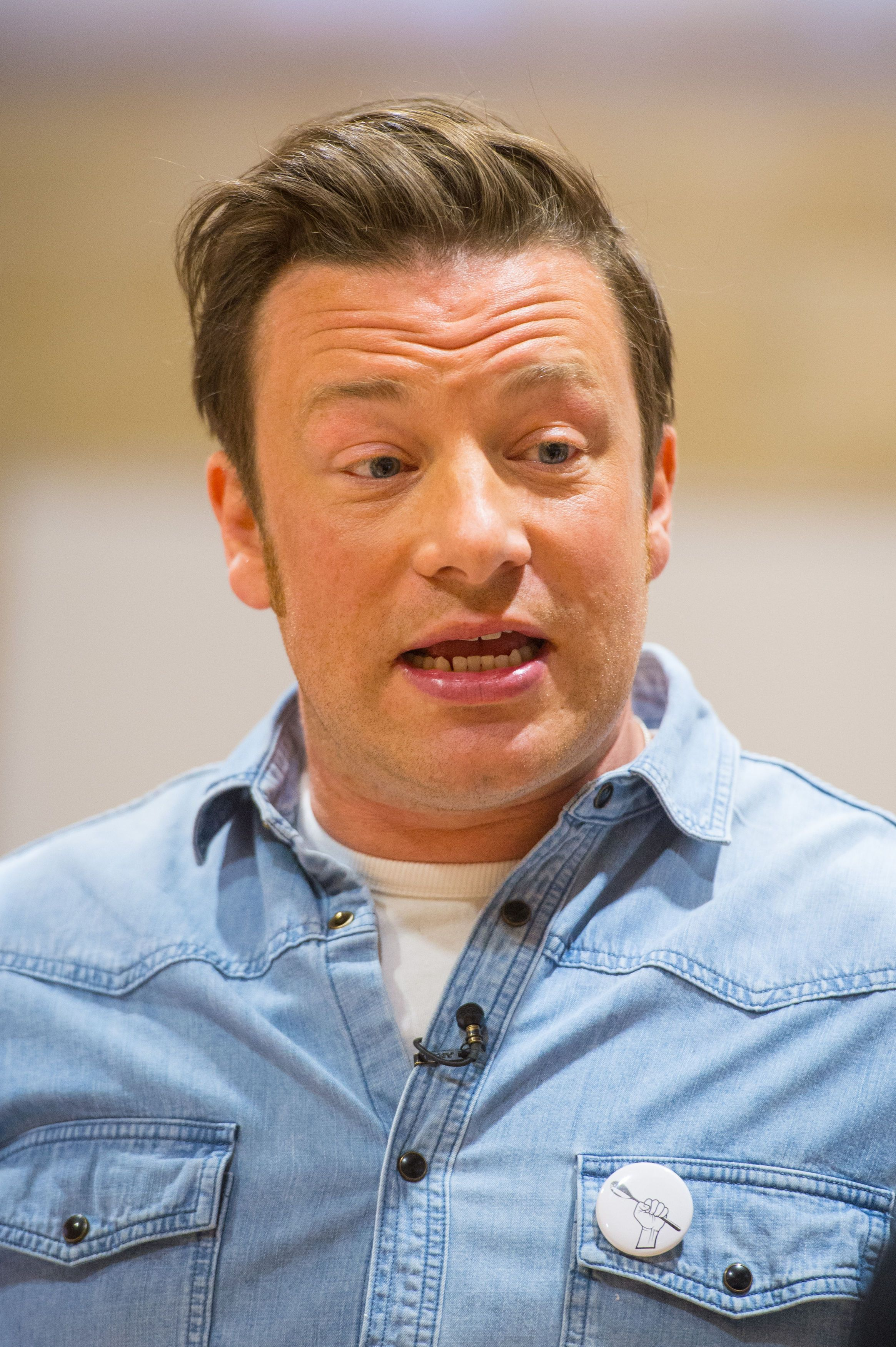Jamie Oliver Criticises Parents Who Allow Teens To Post 'Porno, Luscious' Selfies On Social