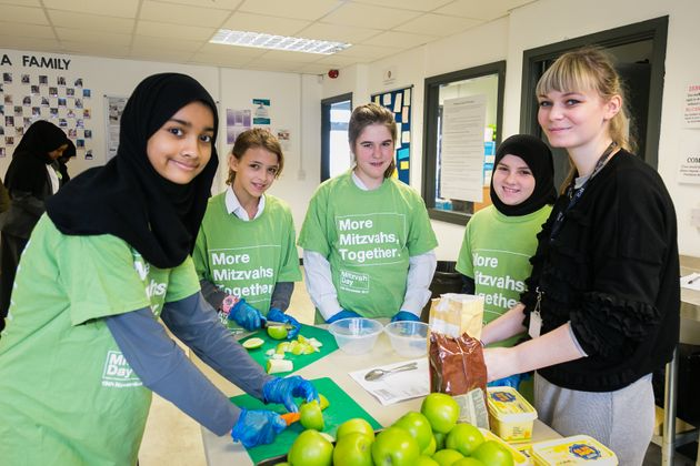Jewish and Muslim schoolchildren cooking together to help the homeless at Sufra NW