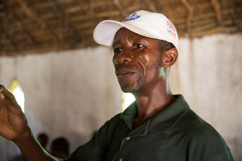 Albert Mukalay, a Concern Hygiene Promoter in Tanganiyka province, holds a training session with Animateurs in Katchumbuyu.