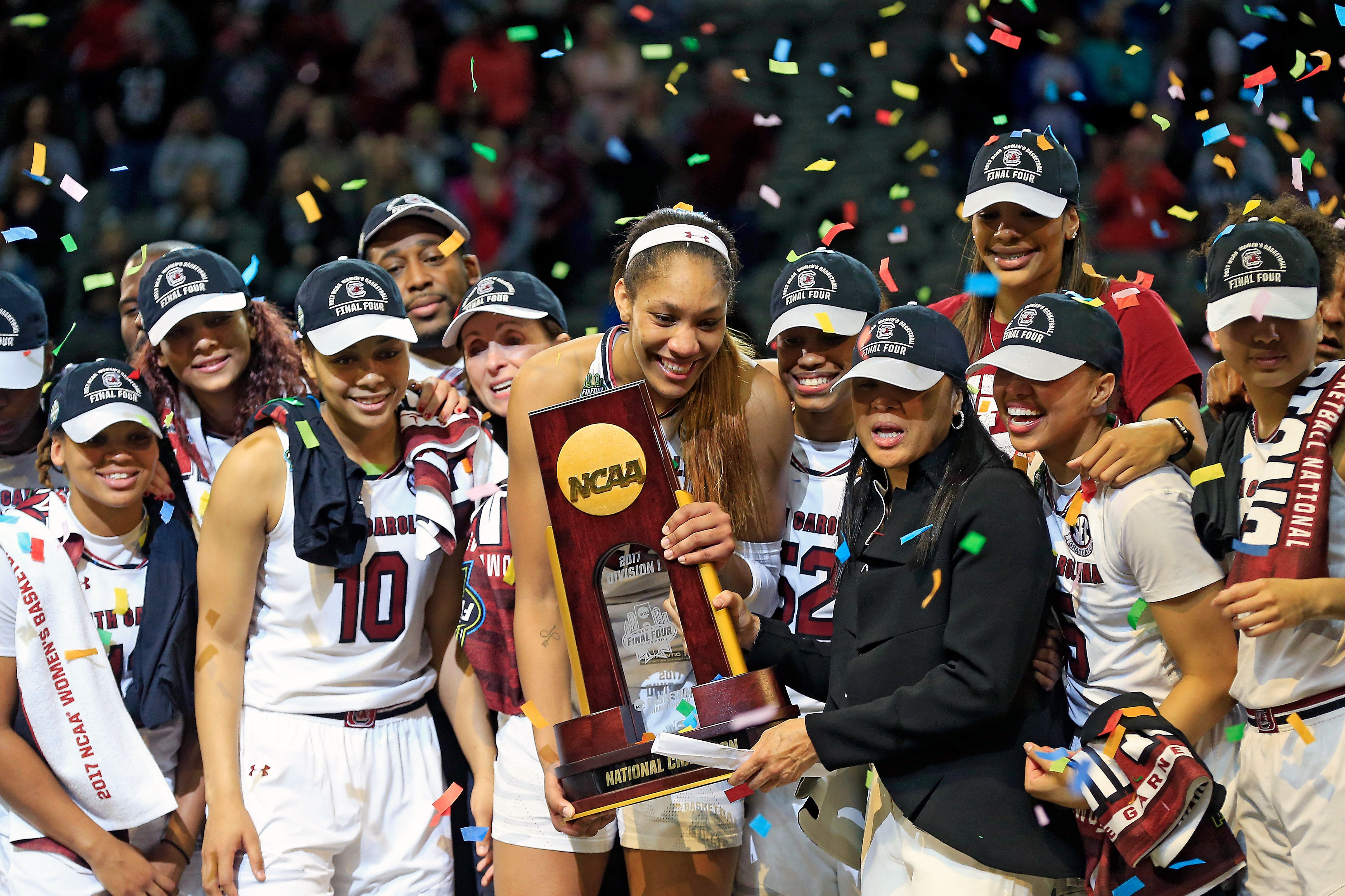 The University of South Carolinawomen's basketball teamholds up the NCAA trophy afterbeatingMississip