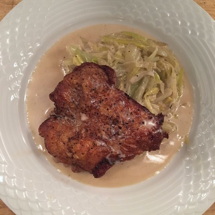 Boneless chicken leg with creamed leeks and fennel