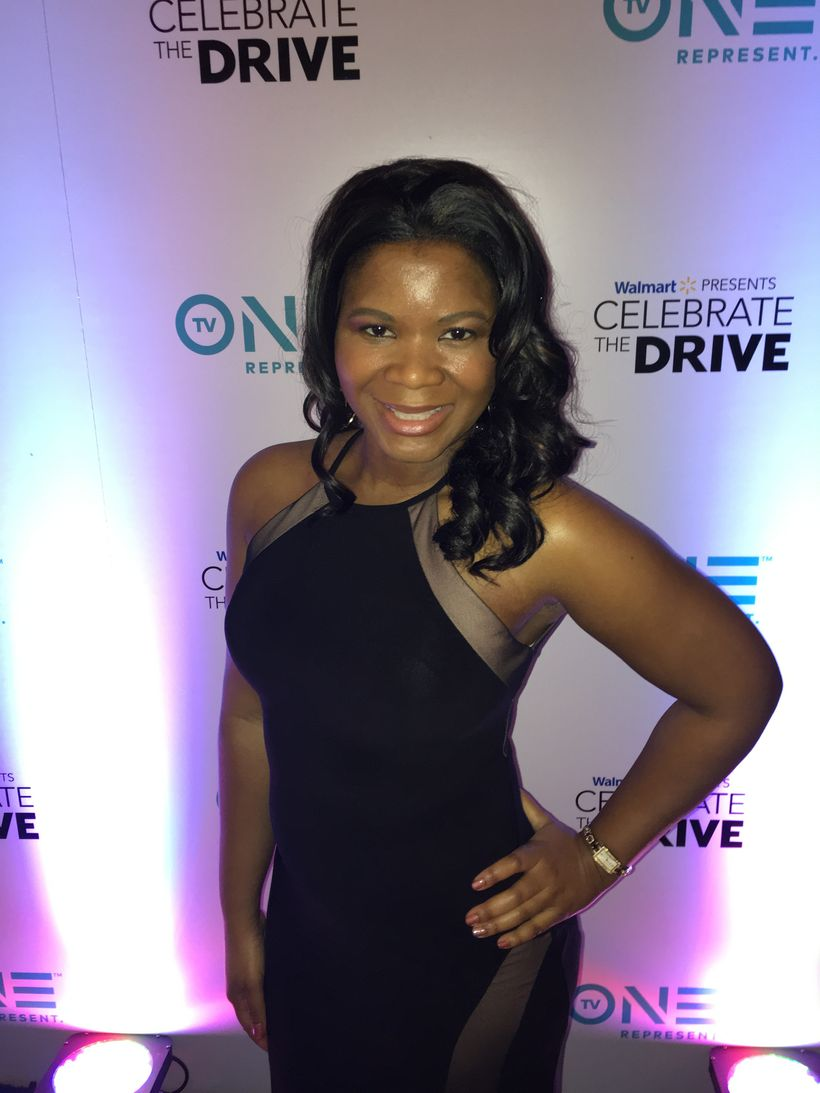 Alonda Thomas strikes a pose before show time at the 2017 NAACP Image Awards in Pasadena, California