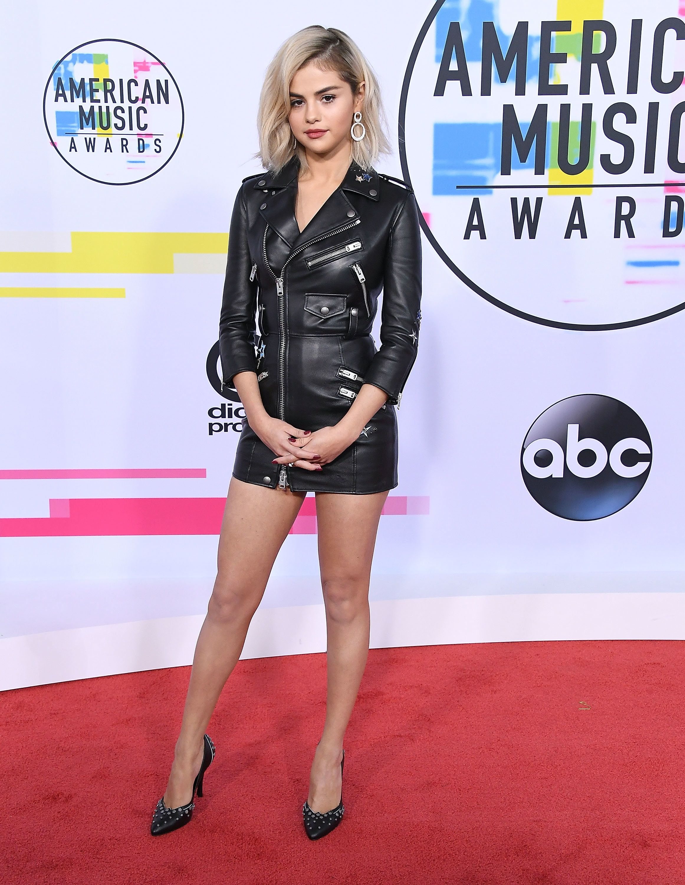 All The Looks Worth Seeing From The 2017 American Music Awards Red Carpet