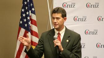 09 August 2015: Alabama Secretary of State, John Merrill, introduces Ted Cruz at the Shelby County Republican Party Southern Social. The event was held at the Pelham Civic Center in Pelham Alabama. (Photo by Michael Wade/Icon Sportswire/Corbis via Getty Images)