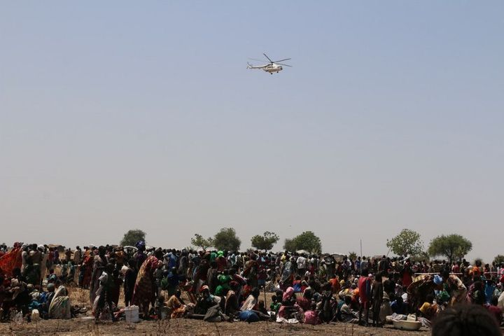 A WFP helicopter arrives with supplies of nutrition items and vegetable oil. Many South Sudanese civilians have been uprooted