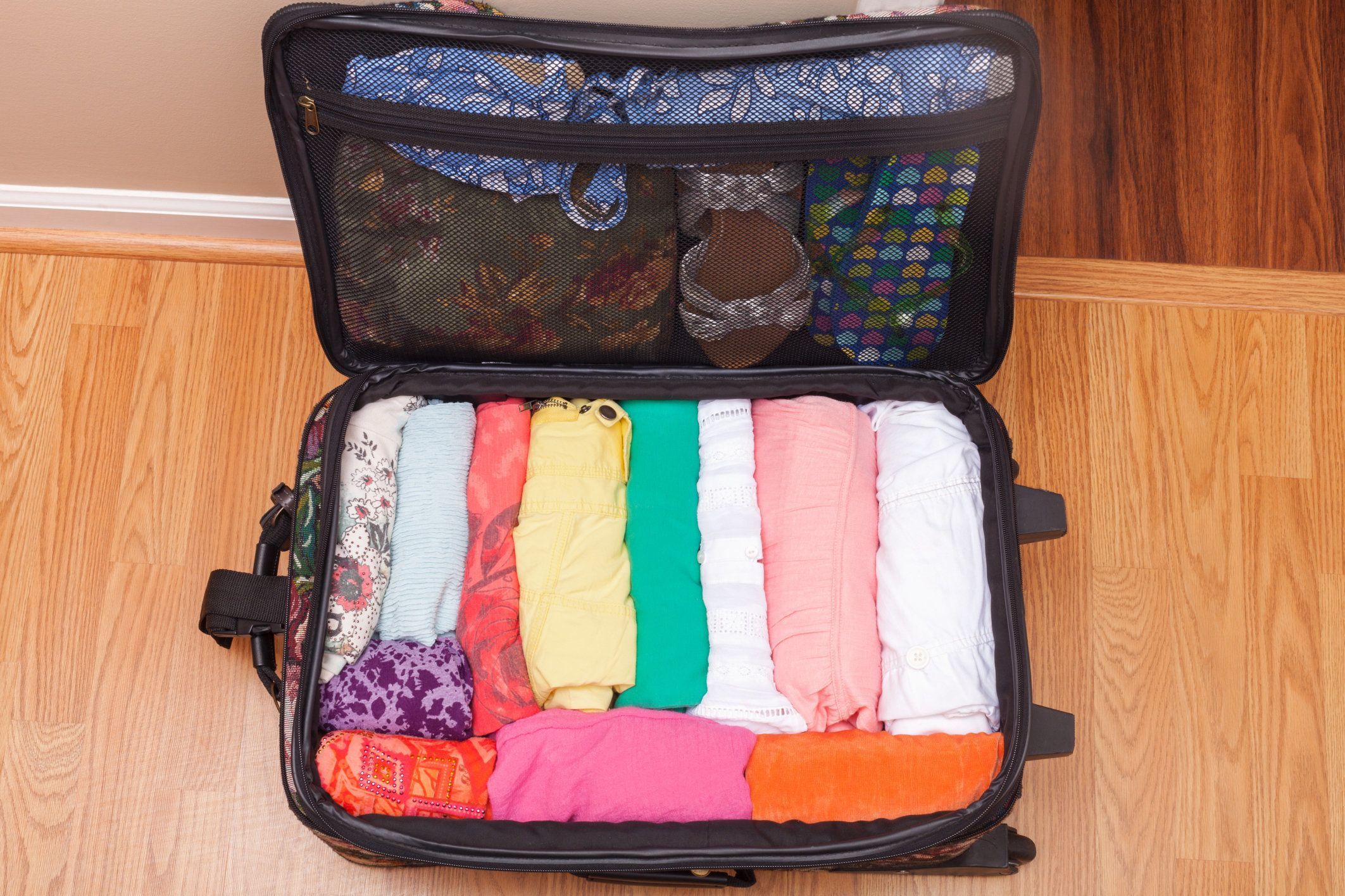 14 Ingenious Packing Tips From People Who Travel For A