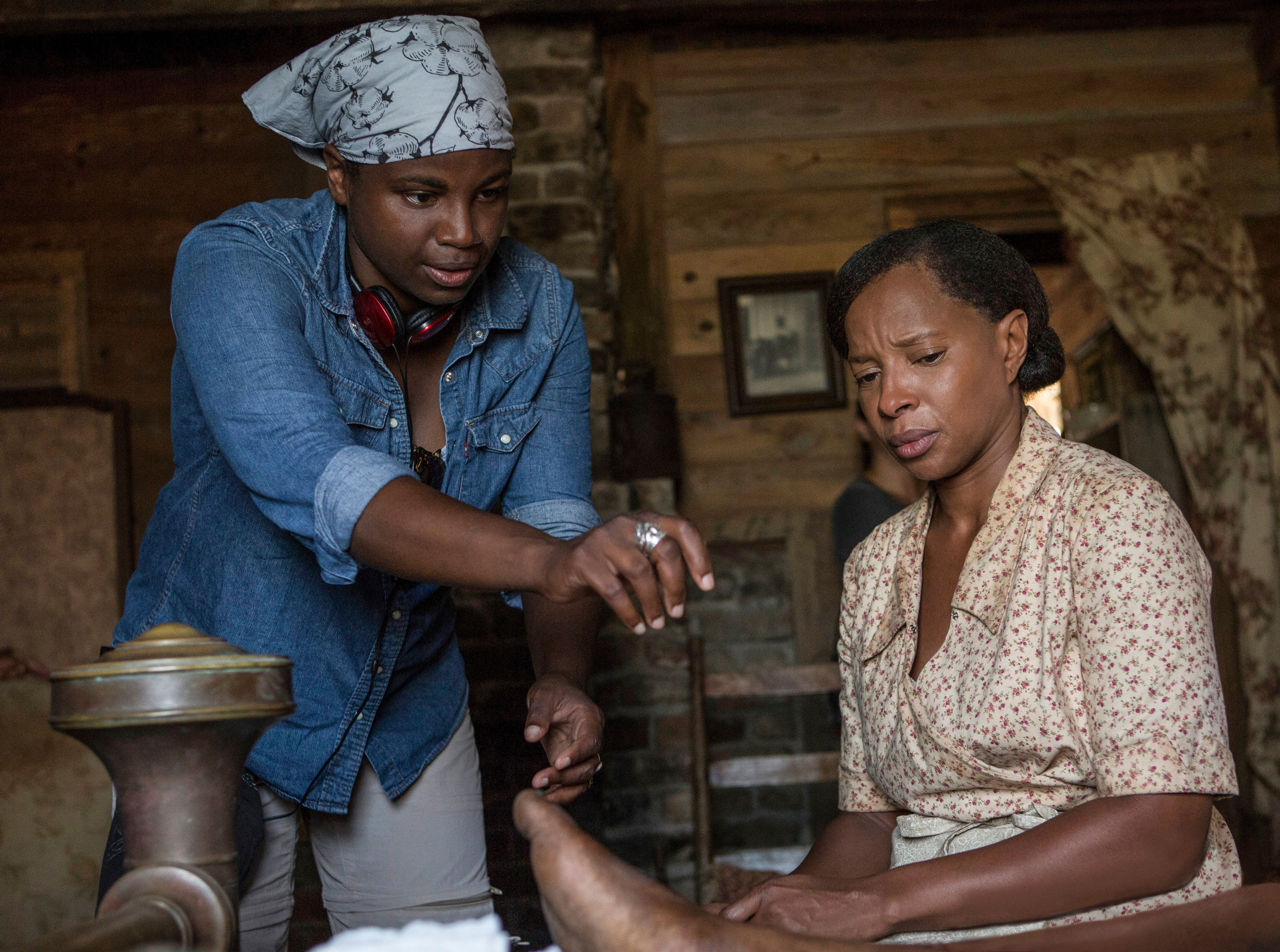 "Dee Rees directs Mary J. Blige on the set of ""Mudbound."""