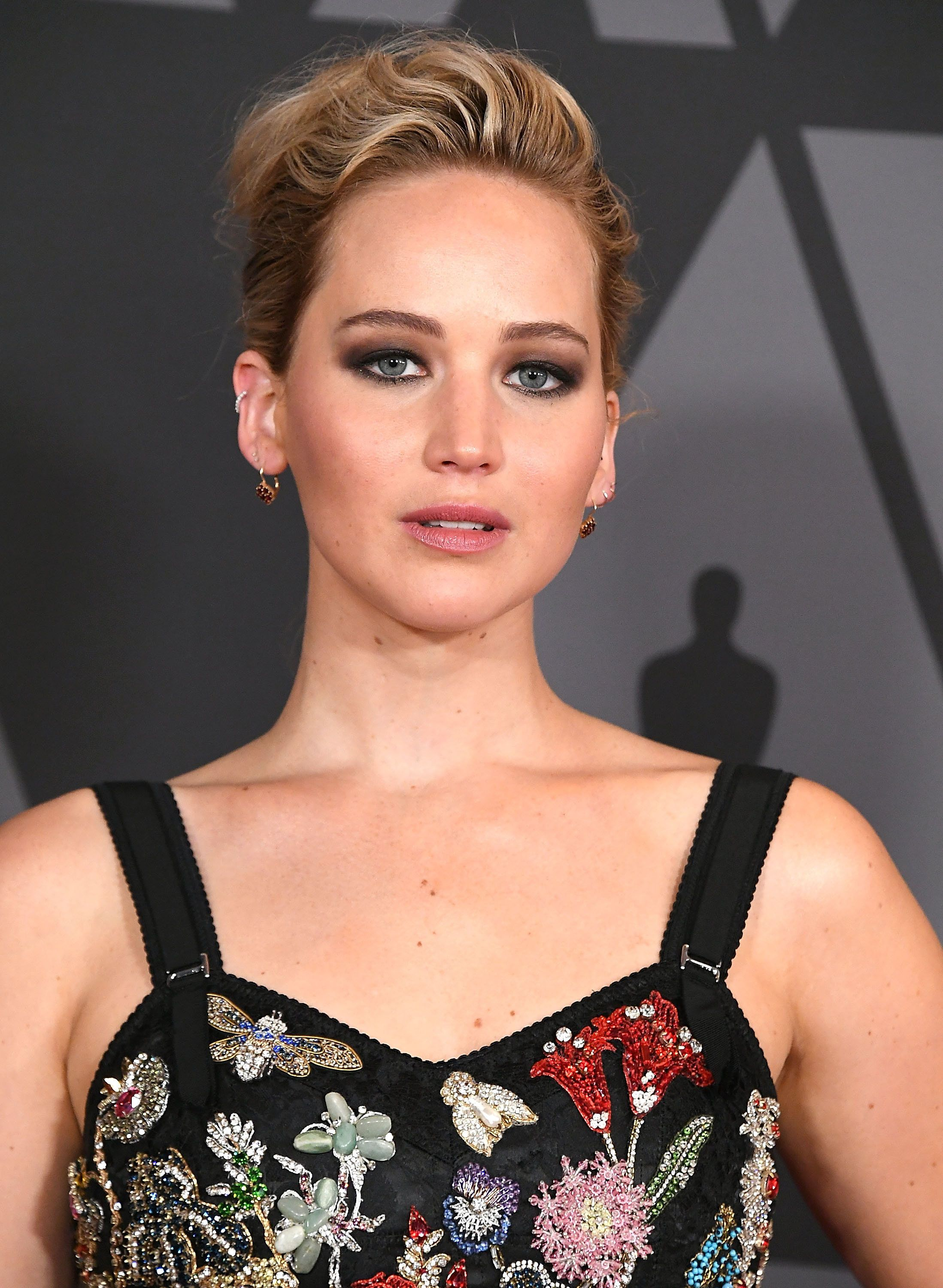 HOLLYWOOD, CA - NOVEMBER 11:  Jennifer Lawrence arrives at the Academy Of Motion Picture Arts And Sciences' 9th Annual Governors Awards at The Ray Dolby Ballroom at Hollywood & Highland Center on November 11, 2017 in Hollywood, California.  (Photo by Steve Granitz/WireImage)