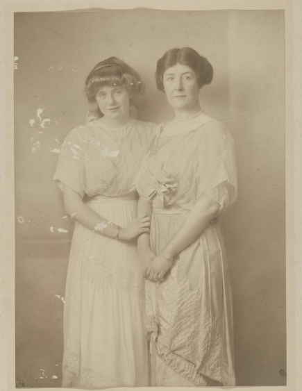 <strong>Isabelle and Carrie Phillips in Berlin, 1912</strong>