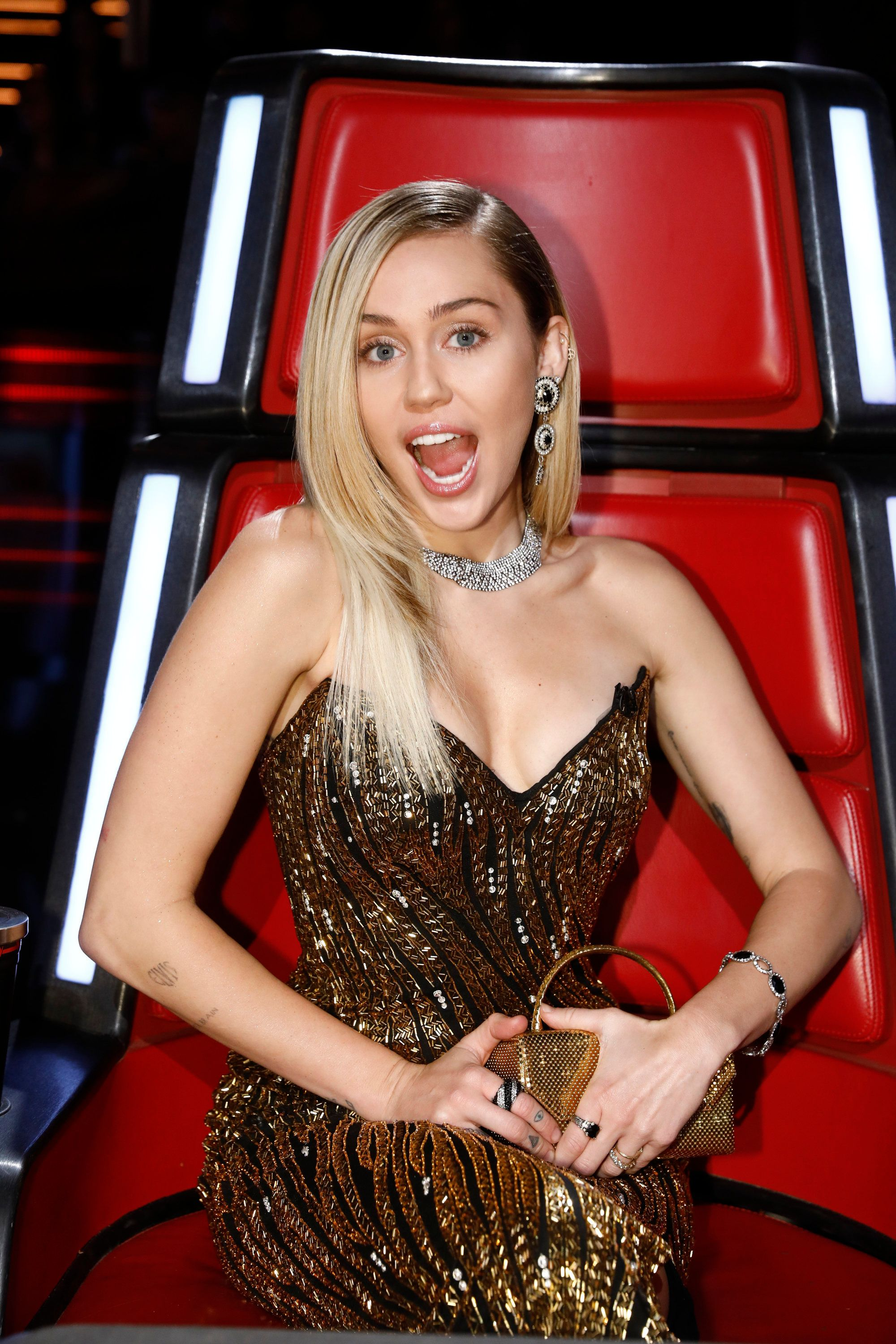 Miley Cyrus Shuts Down Pregnancy Rumors With Funny Thanksgiving